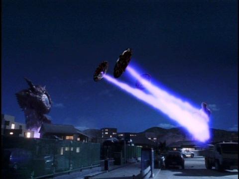 体から飛び出た目玉でウルトラマンガイアを攻撃するガンQ[コードNo.02]