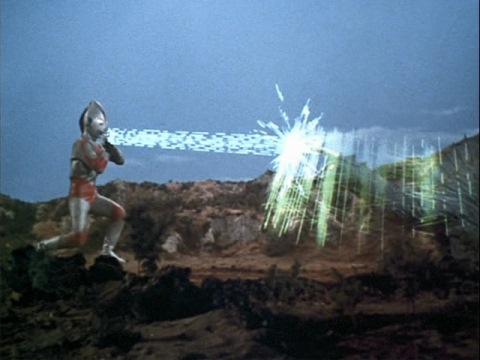 スペシウム光線もキングザウルスⅢ世のバリアーに防がれる