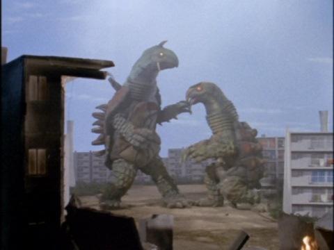 大亀怪獣 キングトータス(左)と大亀怪獣 ミニトータス(右)