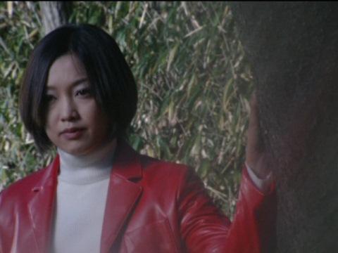 ミサキ・アイ(演:石橋奈美)の姿を擬態するバネス