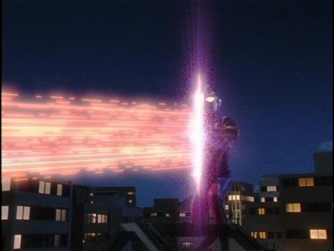 ウルトラマンガイア(スプリームバージョン)のフォトンストリームでガンQ[コードNo.02]を粉砕