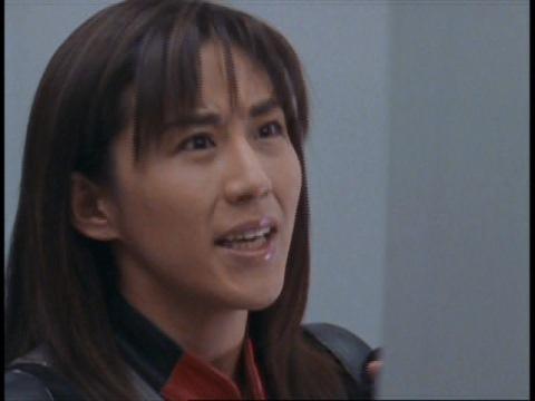 ギアクーダが集まるのを見守るユミムラ・リョウ隊員(演:斉藤りさ)