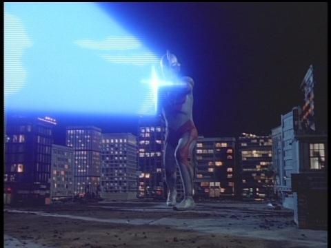 メガスペシウム光線を放つウルトラマンパワード