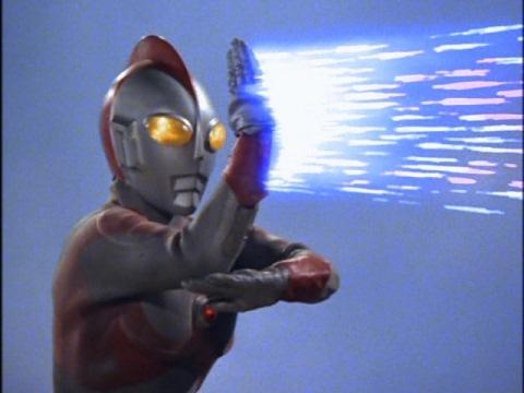 サクシウム光線でゴモラⅡと決着を付けたウルトラマン80