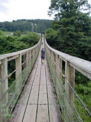 大分・原尻の滝、吊り橋。