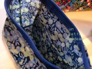 リバティWiltshire ビニコのふっくらポーチ内ポケット。