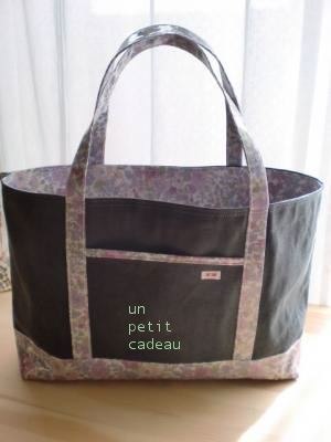 C&S国内限定リバティEmily ビニコ生地×C&S炭黒帆布のトートバッグ