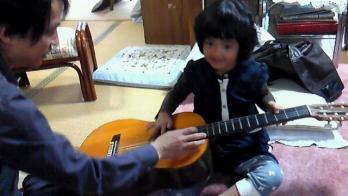 ギターさわる