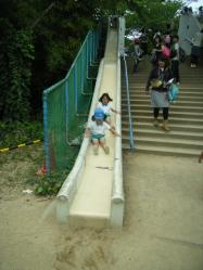 昼食後の滑り台2