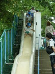 昼食後の滑り台