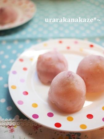 ほんのりピンクの いちごチョコ大福