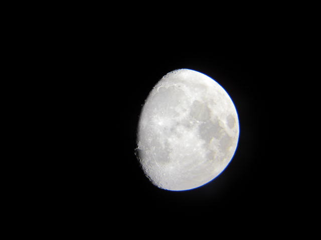 天体望遠鏡で月