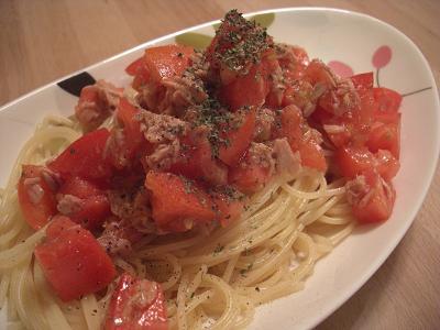 フレッシュトマトとツナの簡単パスタ