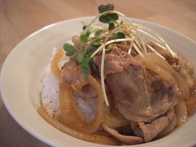 ボリューム満点キムチ豚丼