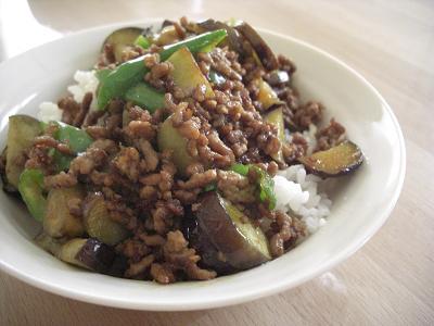ひき肉とたっぷり野菜のカレー焼肉丼
