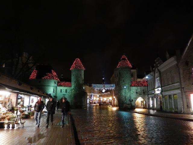 夜の旧市街入口