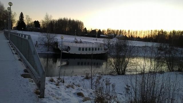 川沿いのボート