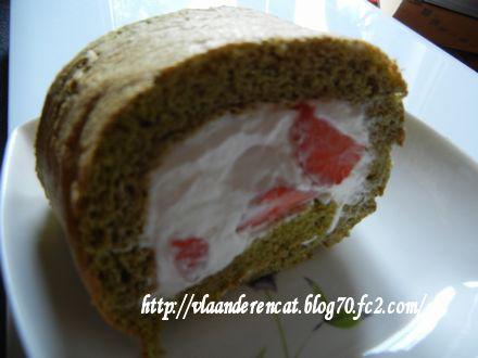 イチゴ抹茶ロールケーキ