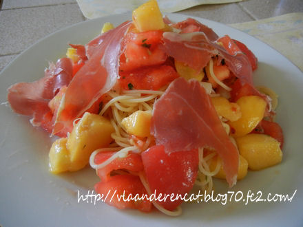 桃とトマトのつめたいパスタ