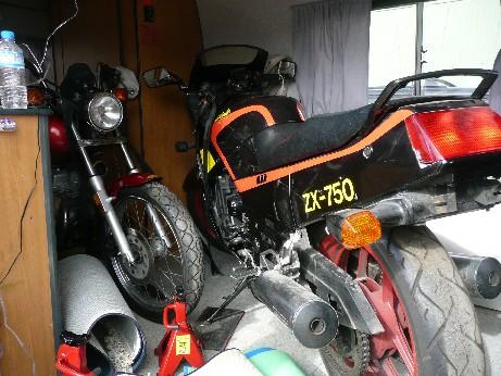 キャンパーにバイク