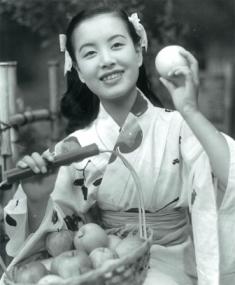 S27年リンゴ園の少女[1]