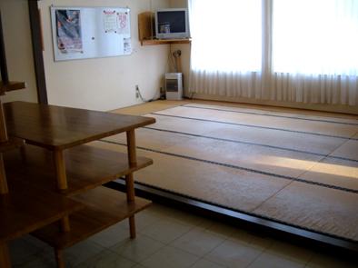 食堂の畳ビフォアー