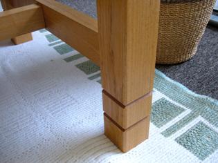 おうちのテーブルの脚