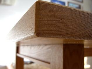 おうちのテーブルの天板小口