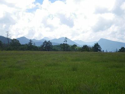 小淵沢田代の向こうに奥日光の山々
