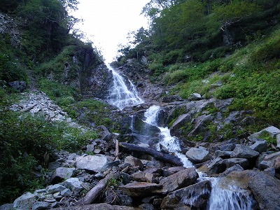 左の本流17m滝