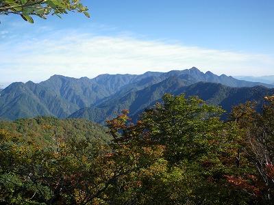 石休からの山上ヶ岳方面