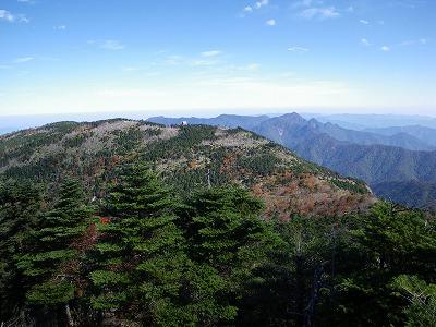 八経ヶ岳からの弥山
