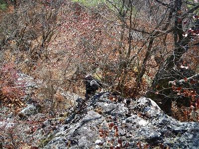頂上直下の岩場