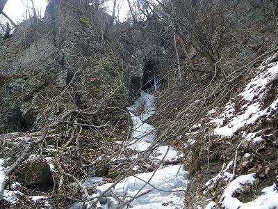 清滝小屋手前の洞窟ルンゼ