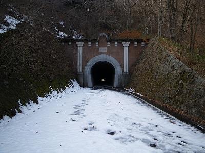 雪の笹子旧トンネル