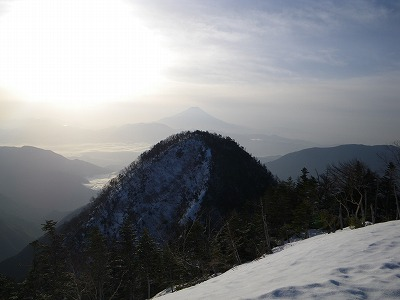 小笊の向こうに富士山
