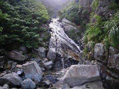 クラックのある滝