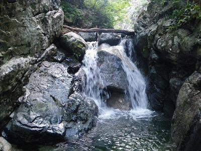こういう滝が多い