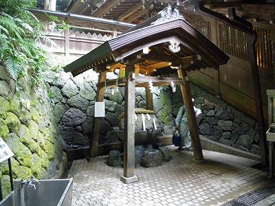 狭井神社の薬水