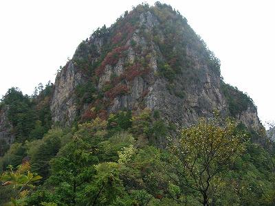 赤岩峠付近から見る赤岩岳