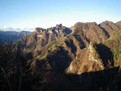 立岩を東側から