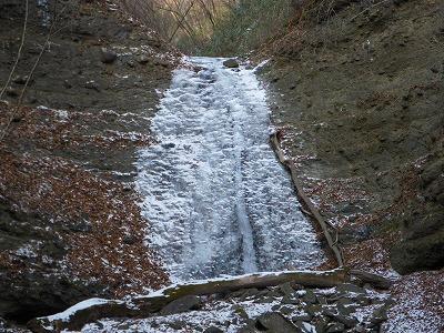 右の滝は今一つ