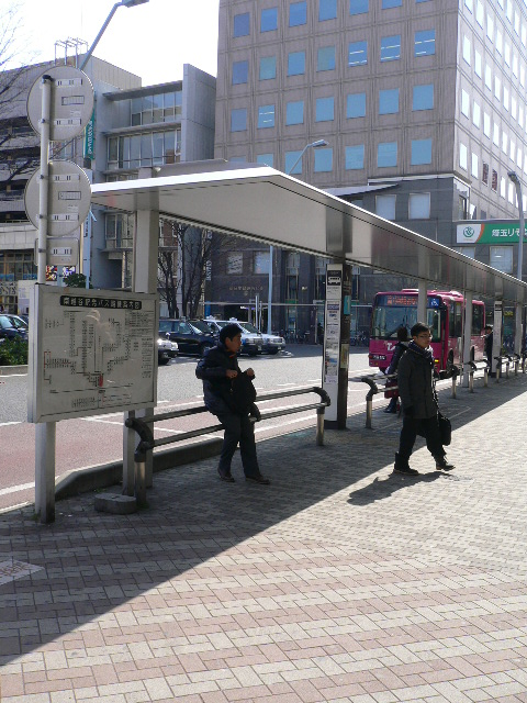南越谷駅前。