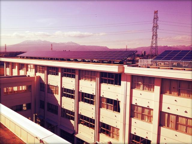 校舎の屋上から望む。