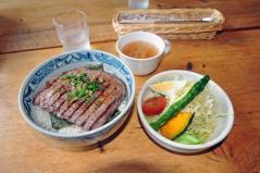 三股山荘牛丼