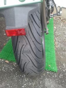 110217_tire1.jpg