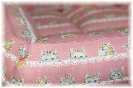 青い眼の猫さんベッド③
