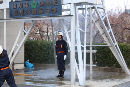 水かけ出初式 滝行1