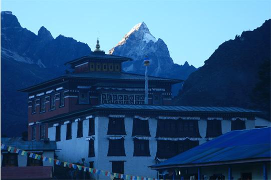タンボチェ寺院とタウチェ