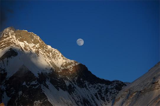 チャンツェと満月